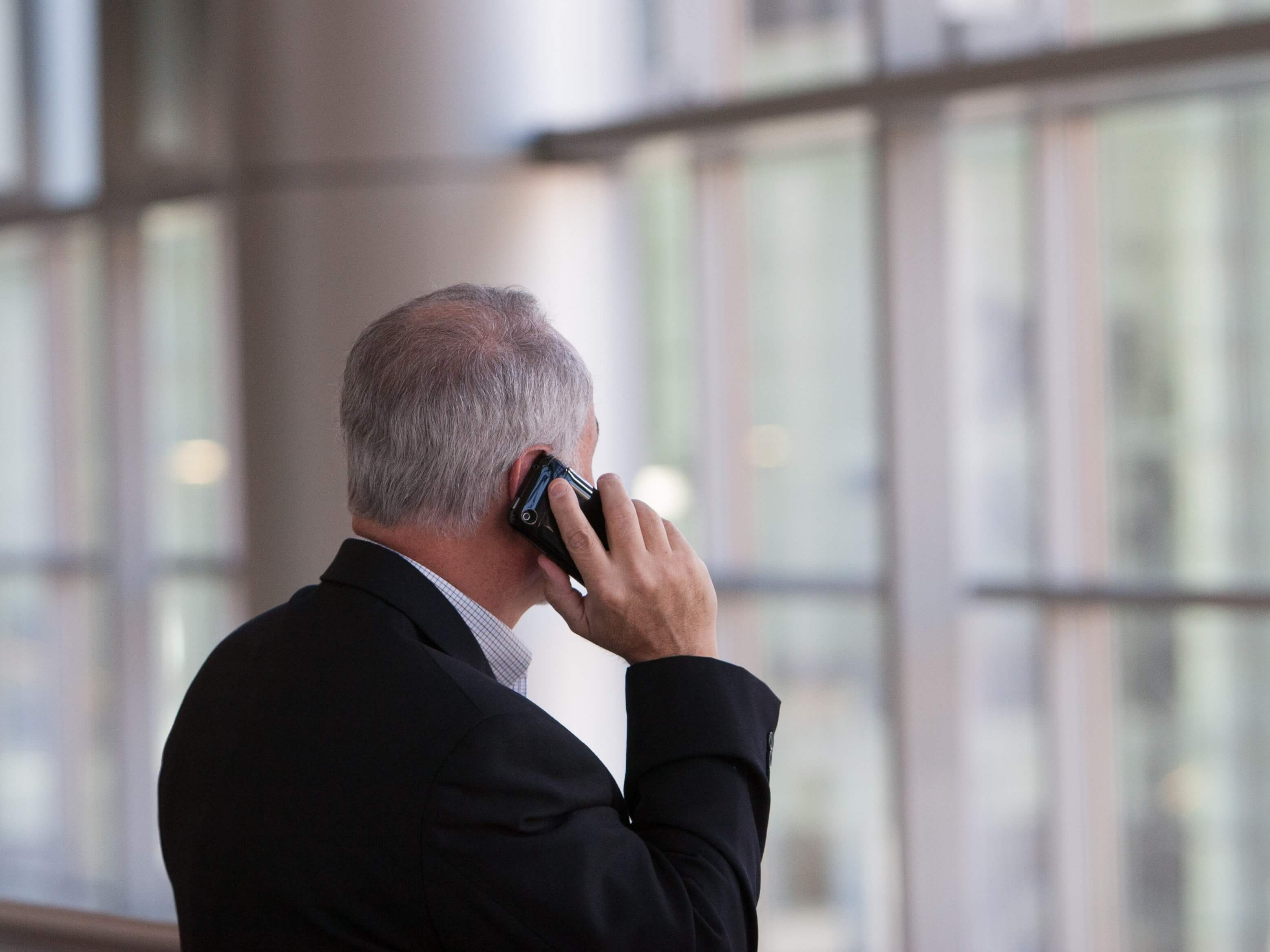 How can you tell if a phone number is fake?